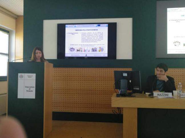 The researcher María de los Ángeles Bernal Romero del Hombre Bueno during her presentation.